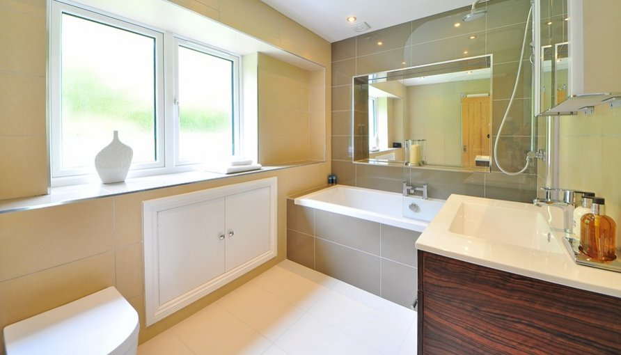 A big bathroom with windows