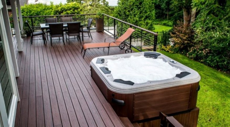 A mobile home deck with a jacuzzi