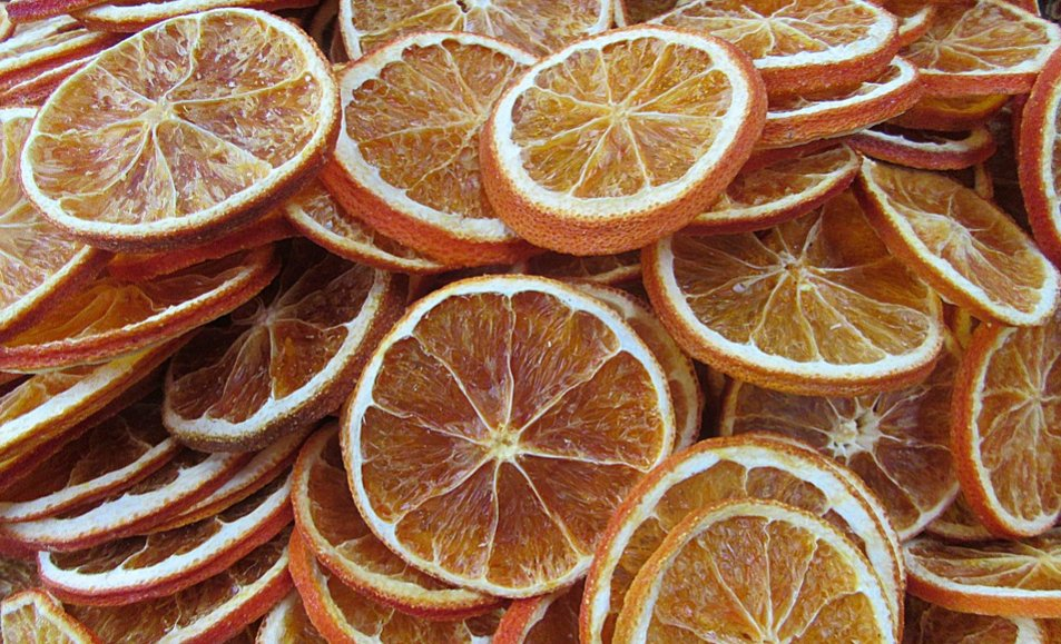 Slices of dehydrated oranges