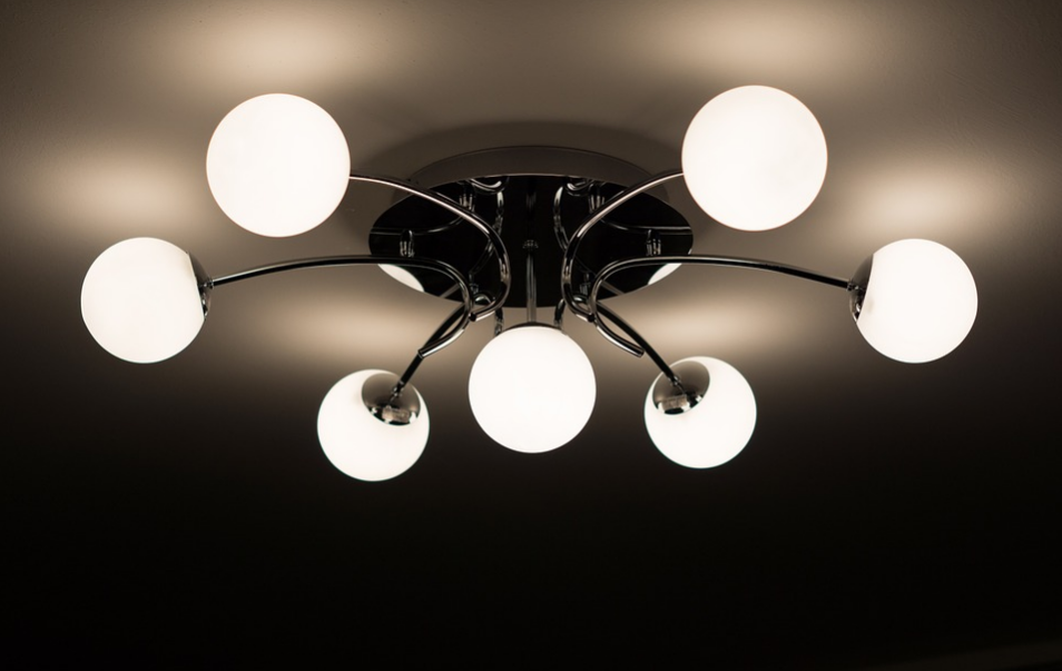 Metal ceiling lamp with round lightbulbs